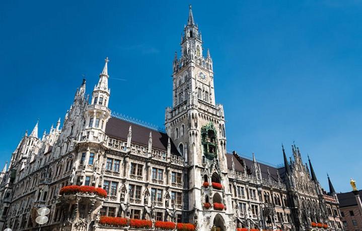 Rathaus mit Glockenspiel