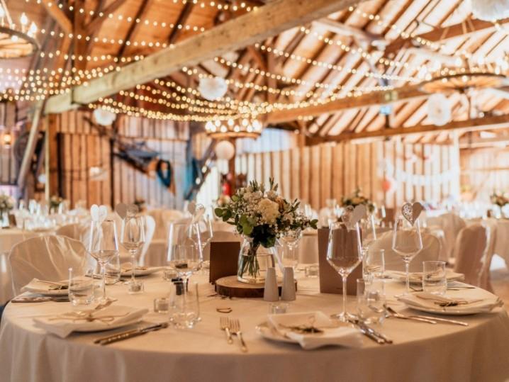 Eventlocation bei München - Hochzeitsfeier in der Eventscheune Wallenburg