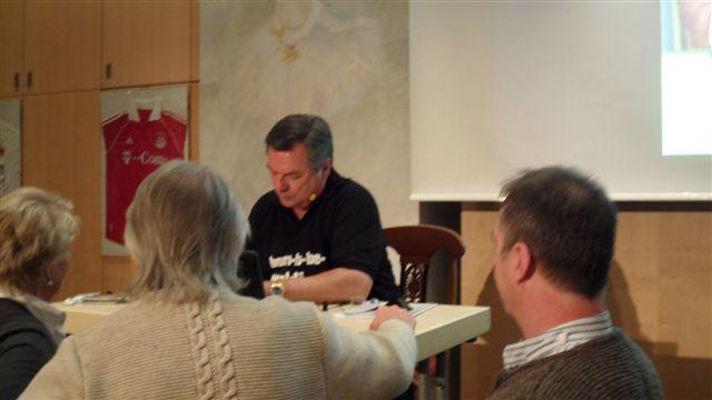 Autogrammstunde mit Waldi
